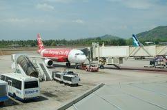 AirAsia a débarqué à l'International Airpor de Phuket Image libre de droits