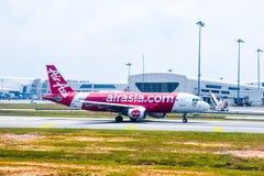 AirAsia Malaysia flygbuss 320 som är klar för, tar av Royaltyfri Bild