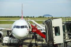AirAsia surfacent chez Kota Kinabalu International Airport Photo libre de droits