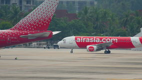 AirAsia-vliegtuig het taxi?en stock video