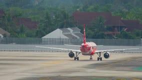 AirAsia-vliegtuig het taxi?en stock footage