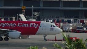 AirAsia-vliegtuig klaar aan vertrek stock footage