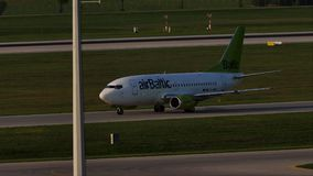 AirBaltic乘出租车在慕尼黑机场, MUC的喷气机