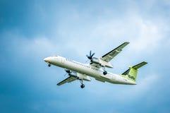 airBaltic的投炸弹者DHC-8-Q-402NG航空公司YL-BAI  在l前 库存照片