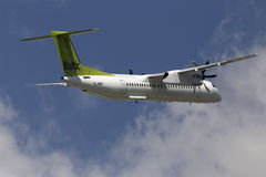 AirBaltic De Havilland Kanada DHC-8-402Q junakowania 8 samolot Zdjęcie Stock