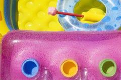 Airbed, piscina e flutuador foto de stock