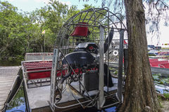 Airboat dans les marais la Floride - MIAMI, la FLORIDE le 11 avril 2016 Photo stock