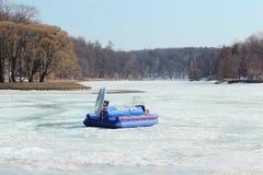 Airboat en el lago congelado Imagenes de archivo
