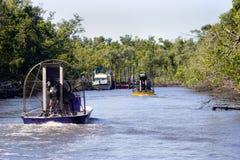 Airboats sur la rivière image libre de droits