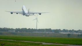 AirBridgeCargo Боинг 747 взбирается вверх акции видеоматериалы