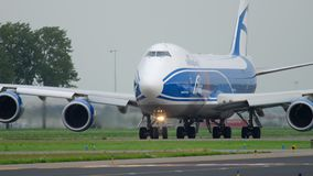 AirBridgeCargo Boeing 747 que lleva en taxi antes de despegue metrajes