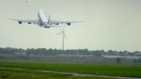 AirBridgeCargo Boeing 747 s'élèvent  banque de vidéos