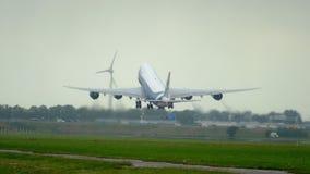 AirBridgeCargo Boeing 747 tournent banque de vidéos