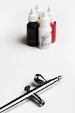 Airbrush en un fondo blanco con los colores del fondo Imágenes de archivo libres de regalías
