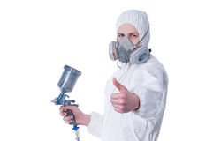 airbrushen som ger trycksprutan, tumm upp arbetare Royaltyfria Bilder
