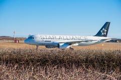 Airbus égéen A320 arrivant à l'aéroport de Copenhague Image libre de droits