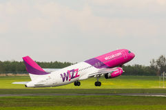 Airbus A320-232 αέρα Wizz στοκ εικόνες