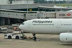 Airbus 330 αερογραμμών των Φιλιππινών που ωθείται πίσω στον αερολιμένα Changi Στοκ εικόνα με δικαίωμα ελεύθερης χρήσης