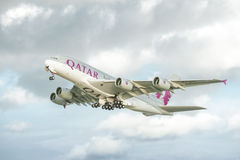 Airbus εναέριων διαδρόμων του Κατάρ A380 Στοκ Εικόνες