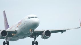 Airbus 320 που προσγειώνεται στον αερολιμένα Phuket απόθεμα βίντεο