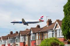 Airbus της British Airways A321 στην προσέγγιση στον αερολιμένα Heathrow στοκ εικόνα
