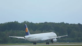 Airbus 321 της Lufthansa απογείωση απόθεμα βίντεο