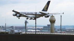 Airbus της Singapore Airlines A380 που προσγειώνεται στον αερολιμένα της Φρανκφούρτης Αμ Μάιν απόθεμα βίντεο
