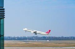 Airbus A321 της Turkish Airlines στο ξεκίνημα Στοκ Εικόνες