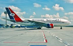 Airbus A310 φ-OHPQ Yemenia που μετακινείται με ταξί έξω για την απογείωση Στοκ φωτογραφία με δικαίωμα ελεύθερης χρήσης