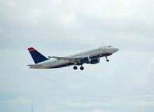Airbus A-319 passenjer Strahl im Flug Lizenzfreies Stockfoto