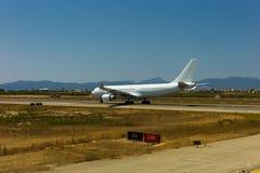 Airbus A 330 está descolando Imagens de Stock Royalty Free