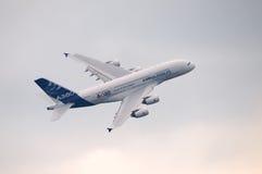 Airbus A-380 no vôo Imagens de Stock Royalty Free