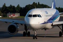 Airbus A320 à l'AÉROPORT de NARITA Image stock