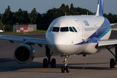 Airbus A320 all'AEROPORTO di NARITA Immagine Stock