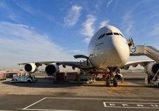 Airbus a380 en el aeropuerto de Dubai Foto de archivo libre de regalías