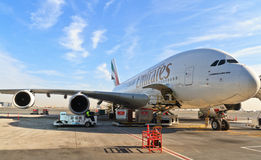 Airbus a380 no aeroporto de Dubai Imagens de Stock