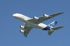 Airbus A380 no ar. Fotografia de Stock