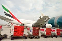 Airbus A380 accouplé dans l'aéroport de Dubaï Photos stock