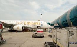 Airbus A380 accouplé dans l'aéroport de Dubaï Photo libre de droits