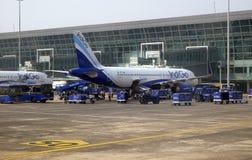 Airbus A320 actuó por el añil en el aeropuerto internacional de Kolkata Foto de archivo