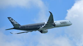 Airbus A350-900 on aerial display at Singapore Airshow Royalty Free Stock Photos