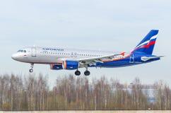 Airbus a320 Aeroflot, aeroporto Pulkovo, Rússia St Petersburg maio de 2017 Fotografia de Stock