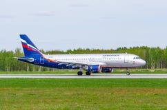 Airbus a320 Aeroflot, aeroporto Pulkovo, Rússia St Petersburg maio de 2017 Imagens de Stock