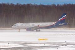 Airbus a320 Aeroflot, aeropuerto Pulkovo, Rusia St Petersburg Enero 08 2018 Imagen de archivo libre de regalías