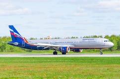 Airbus a321 Aeroflot, Flughafen Pulkovo, Russland St Petersburg im Mai 2017 Lizenzfreie Stockbilder