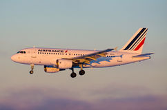 Airbus 320 Air France, aeroporto Pulkovo, Rússia Saint-Peterburg 6 de janeiro de 2015 Imagens de Stock Royalty Free