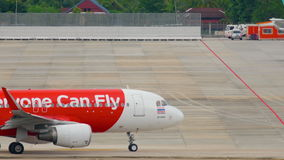 Airbus 320 AirAsia που μετακινείται με ταξί απόθεμα βίντεο