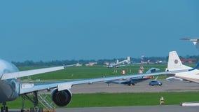 Airbus 320 Astana αέρα που πλησιάζει φιλμ μικρού μήκους