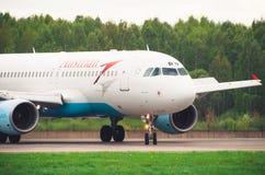 Airbus a320 Austrian Airlines, aeroporto Pulkovo, Rússia St Petersburg maio de 2016 Fotos de Stock