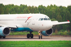 Airbus a320 Austrian Airlines, Flughafen Pulkovo, Russland St Petersburg im Mai 2016 Stockfotos